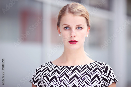 blondes Model im Portrait
