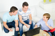 lerngruppe beim diskutieren