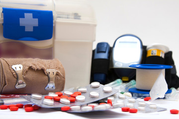botiquin medicamentos y glucometro