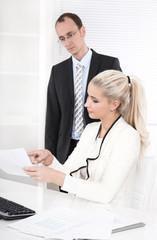 Der Chef und seine Sekretärin - Kaufleute im Büro