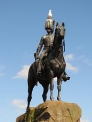 Edimbourg - Statue cavalier écossais guerre des Boers et mouette