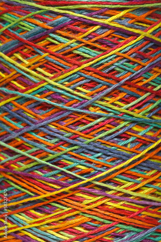 Multicolored yarn roll