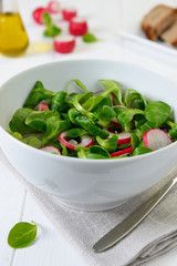 Salad with lamb's lettuce and radish