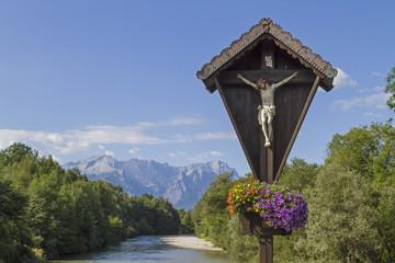 Holzkreuz mit Wettersteingebirge