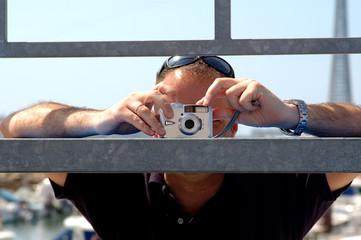 Hombre haciendo una fotografía