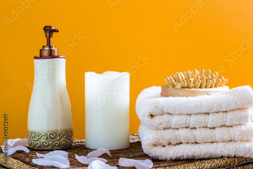 Towels with candles and petals