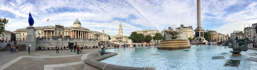 LONDON, SEP 29: Tourists enjoy beautiful Trafalgar Square, Septe
