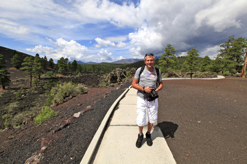 marcheur au volcan Sunset crater