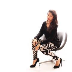 hübsches Model auf einem Sessel
