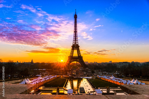 Poster Parijs Eiffel tower at sunrise, Paris.