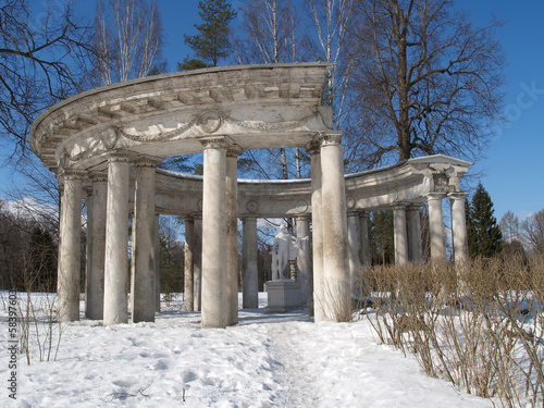 Pavlovsk. Apollo's colonnade in the winter