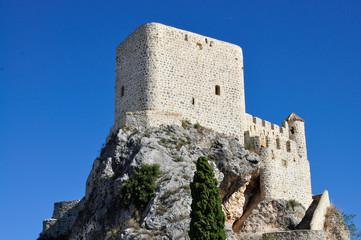 Olvera castillo sobre la roca