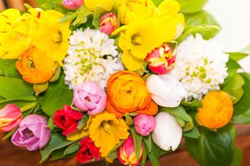 Bunter Blumenstrauß, Floristik, Frühlingsblumen, Ostern