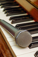 Microphone on keyboard of piano