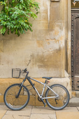 A student bike in front of Sidney College Cambridge