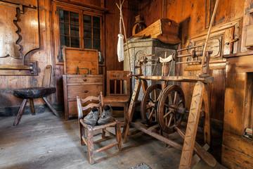 vecchio telaio per filare la lana