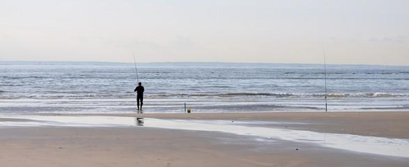 Pêcheur en surf-casting