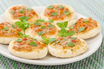 Mini Margherita Pizzas: Pizzas with tomato sauce, cheese & basil