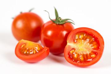 Pomodorini rossi con taglio