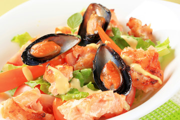 Salmon and mussel salad