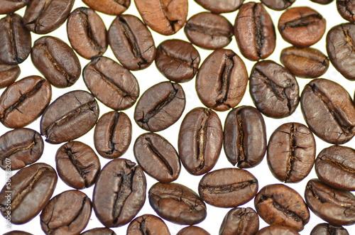 Fototapeta ziarna kawy na białym tle