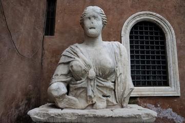 Statua di Madama Lucrezia