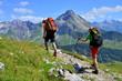 Leinwanddruck Bild - Paar bei Bergwanderung
