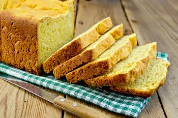 Bread yellow on a green napkin
