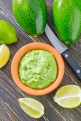 guacamole in bowl