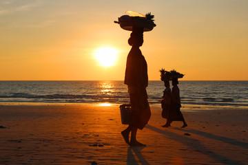 Obstverkäuferinnen am Strand