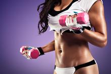 Femme avec ventre plat et sexy exercice