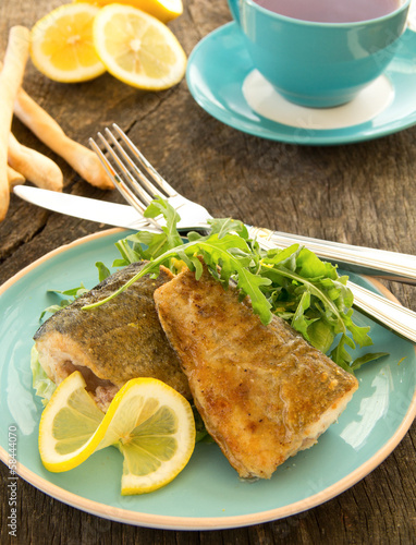 Fried fish with salad.