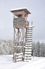hochstand im schnee