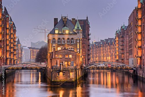 Leinwanddruck Bild Speicherstadt in Hamburg