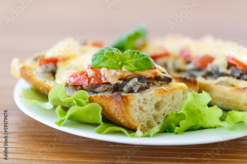 bruschetta with mushrooms and cheese
