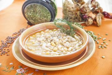 Minestra di legumi e cereali