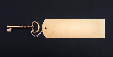 schlüssel mit Etikette