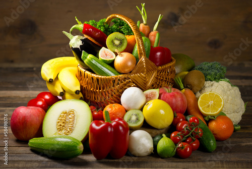 Panel Szklany Fresh, organic vegetables and fruits in the basket