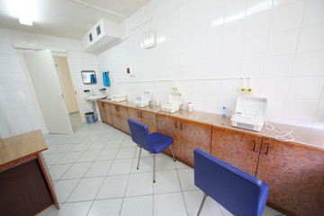 Empty cabinet for inhalation with three inhalers