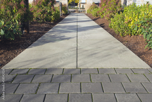 Foto op Canvas Tuin Commercial Outdoor Sidewalk Landscaping