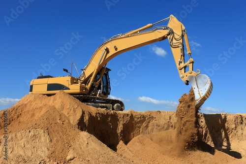 engin de chantier  en action - 58550685