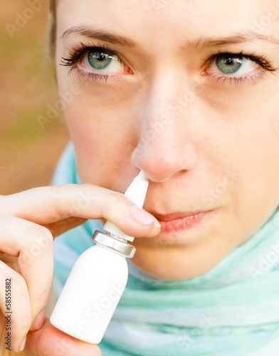 Snuffing nasal spray