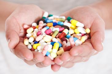 Hand voll Medikamente