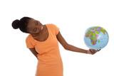 Jugendliche mit Erdkugel in der Hand - die Welt international