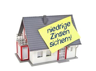 Haus mit Zettel und Zinsen
