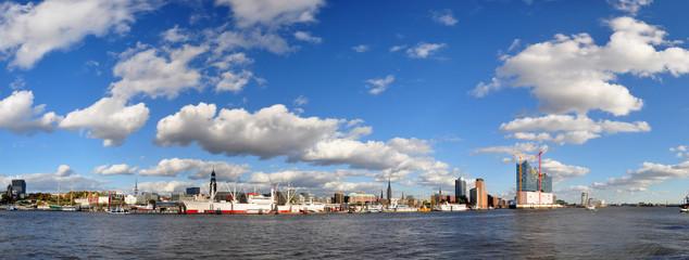 Skyline von Hamburg - Panoramafoto
