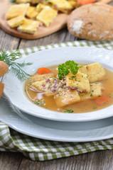 Deftige Bauernküche mit Schinkenschöberlsuppe