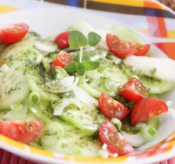 Gurkensalat mit Tomaten