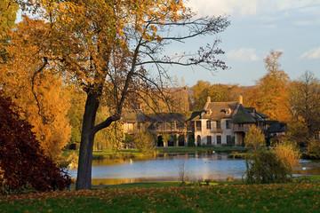 Versailles, hameau de la reine en automne