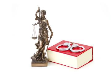 Justizia mit Gesetzbuch und Handschellen